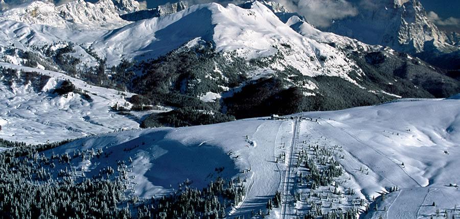 Italy_The-Dolomites-Ski-Area_Skiers-hut-sunshine2.jpg